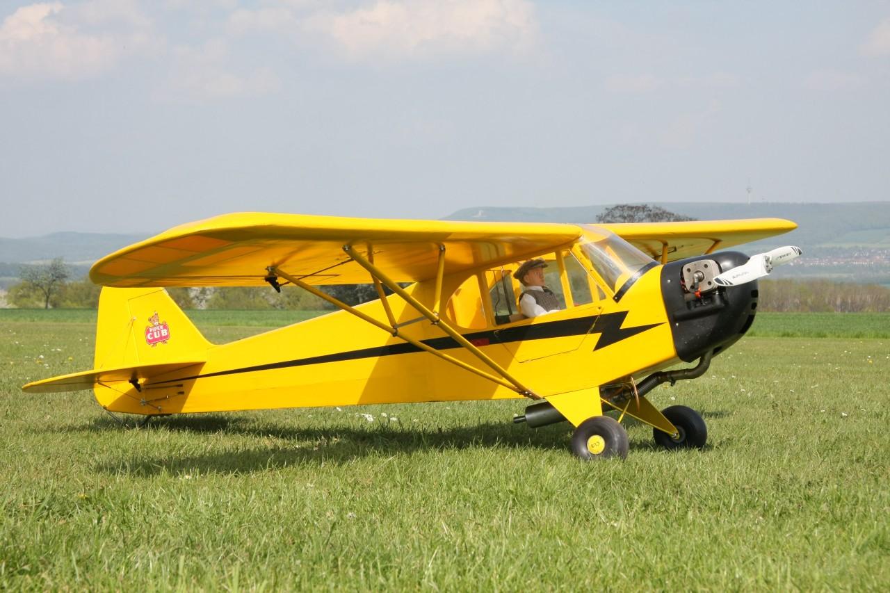 Piper Cub, 70ccm Boxermotor, zum Schleppen von Segelfliegern