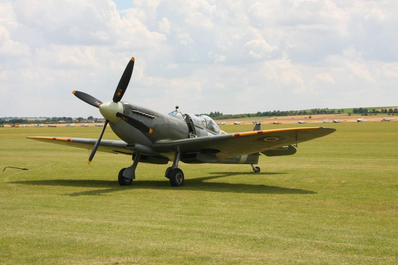 Spitfire Mk IX, ursprünglich ein Einsitzer, 1950 zum Trainer umgebaut