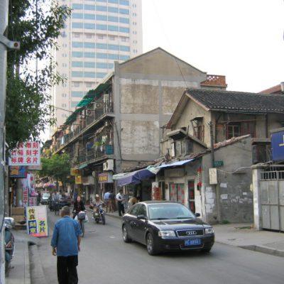 Nach und nach werden die alten Gebäude wohl verschwinden