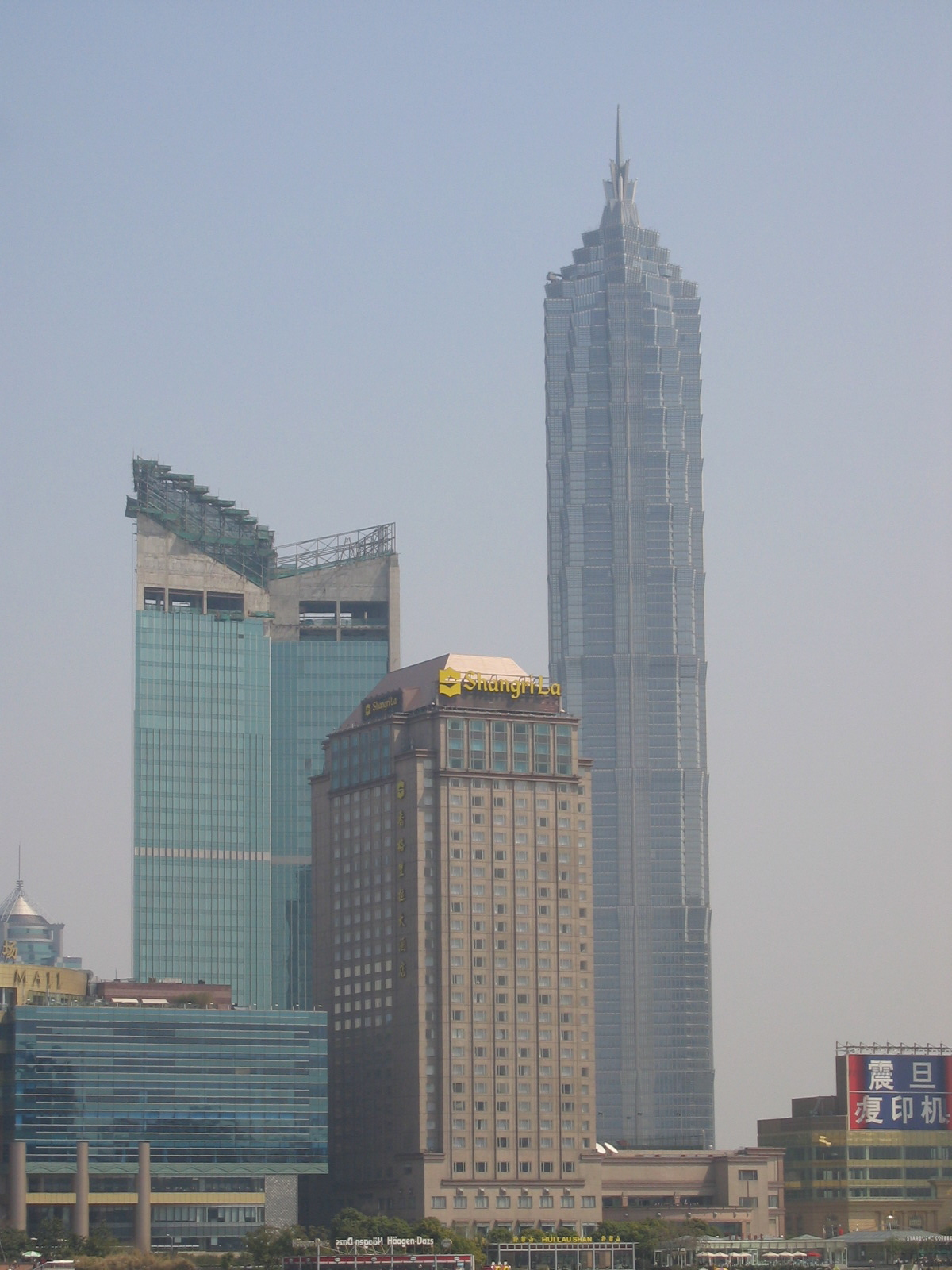 RnL: Jin Mao Tower, Shangri-La Hotel, Super Brand Mall, die Baustelle ist der Shangri-La Anbau