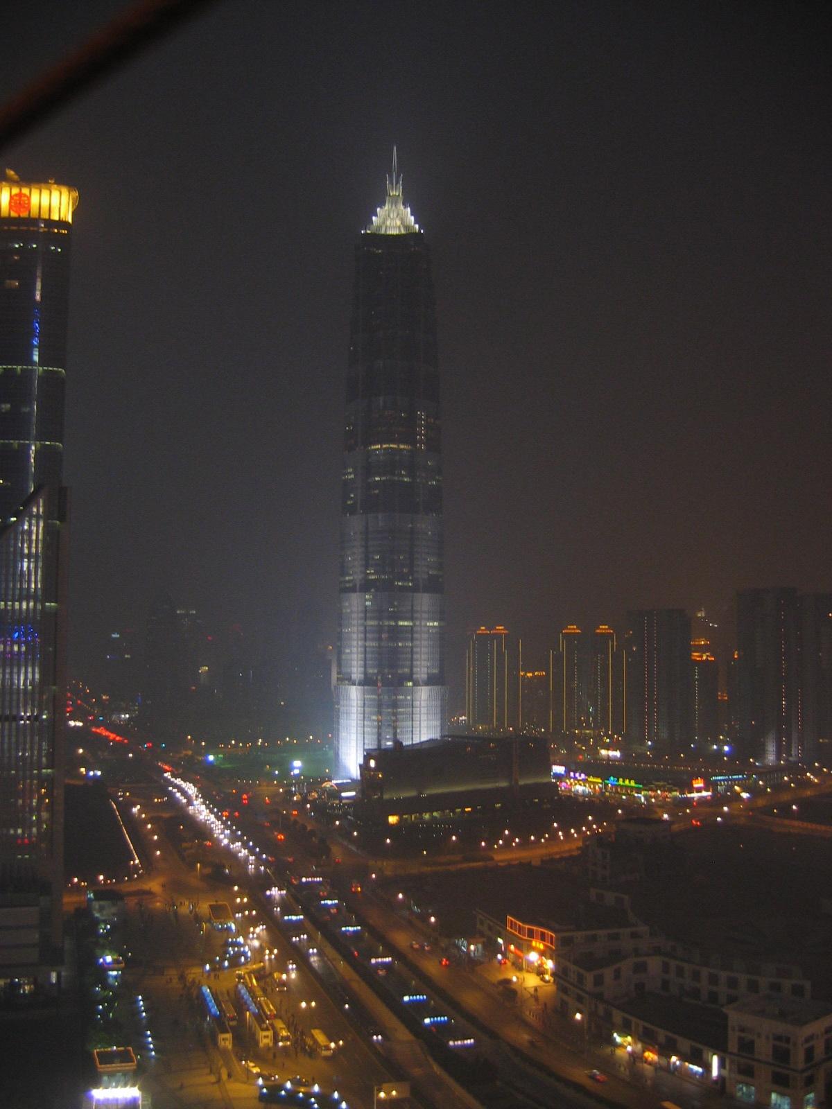 Der Jin Mao Towerbei Nacht