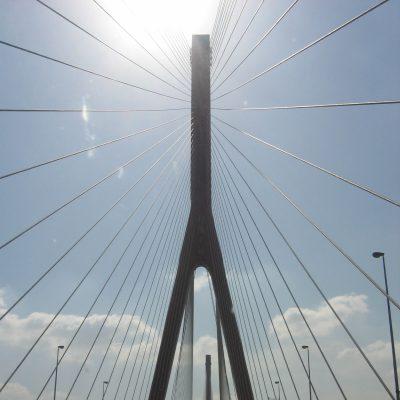 Fahrt über die Yangpu-Brücke (wenn ich mich recht erinnere)