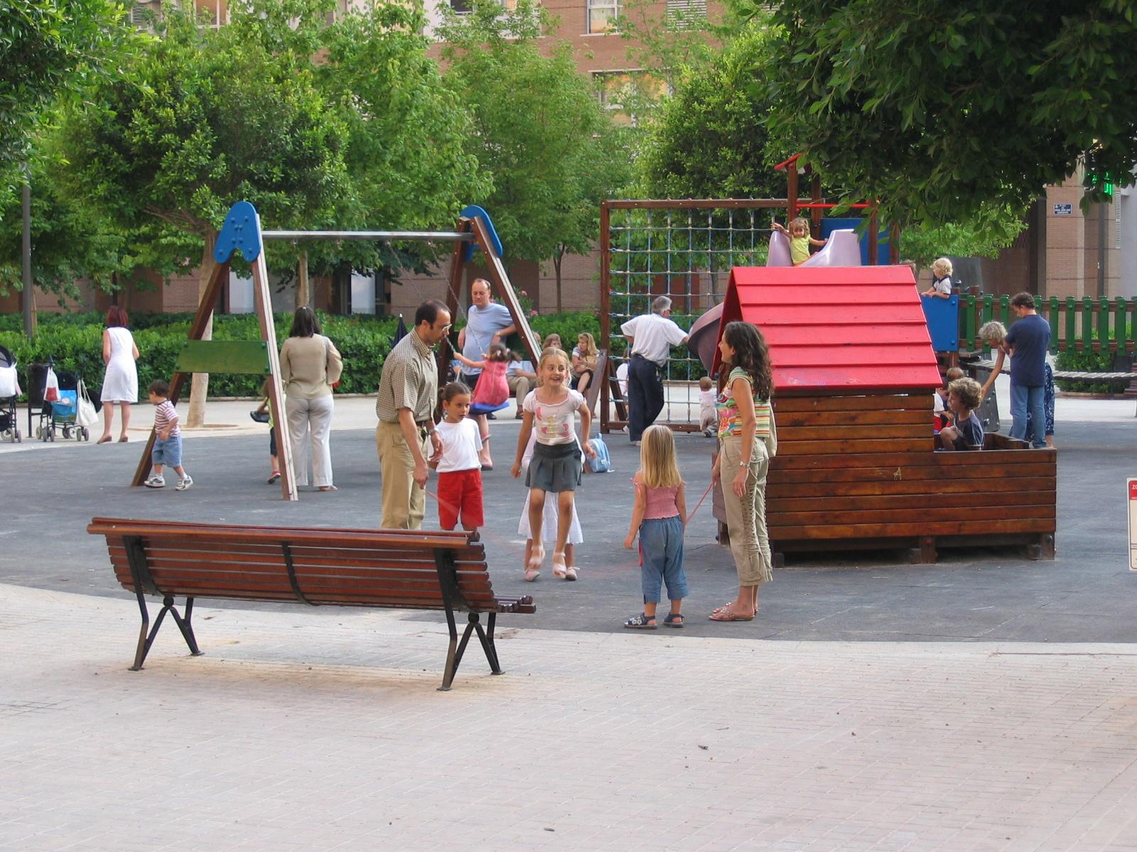 umgeben den Spielplatz im Rückwärtigen Teil