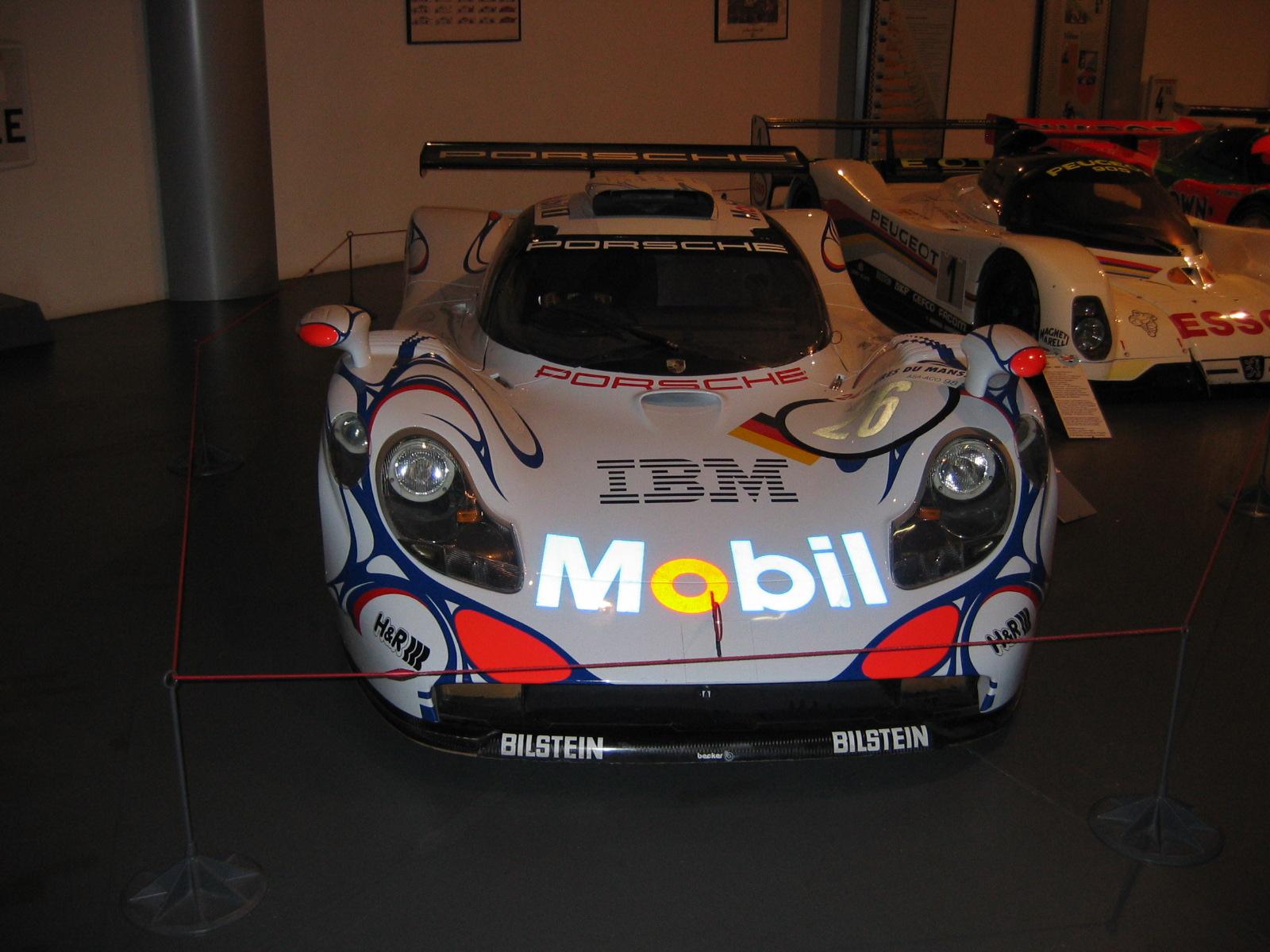 Der 911 GT1 von vorne