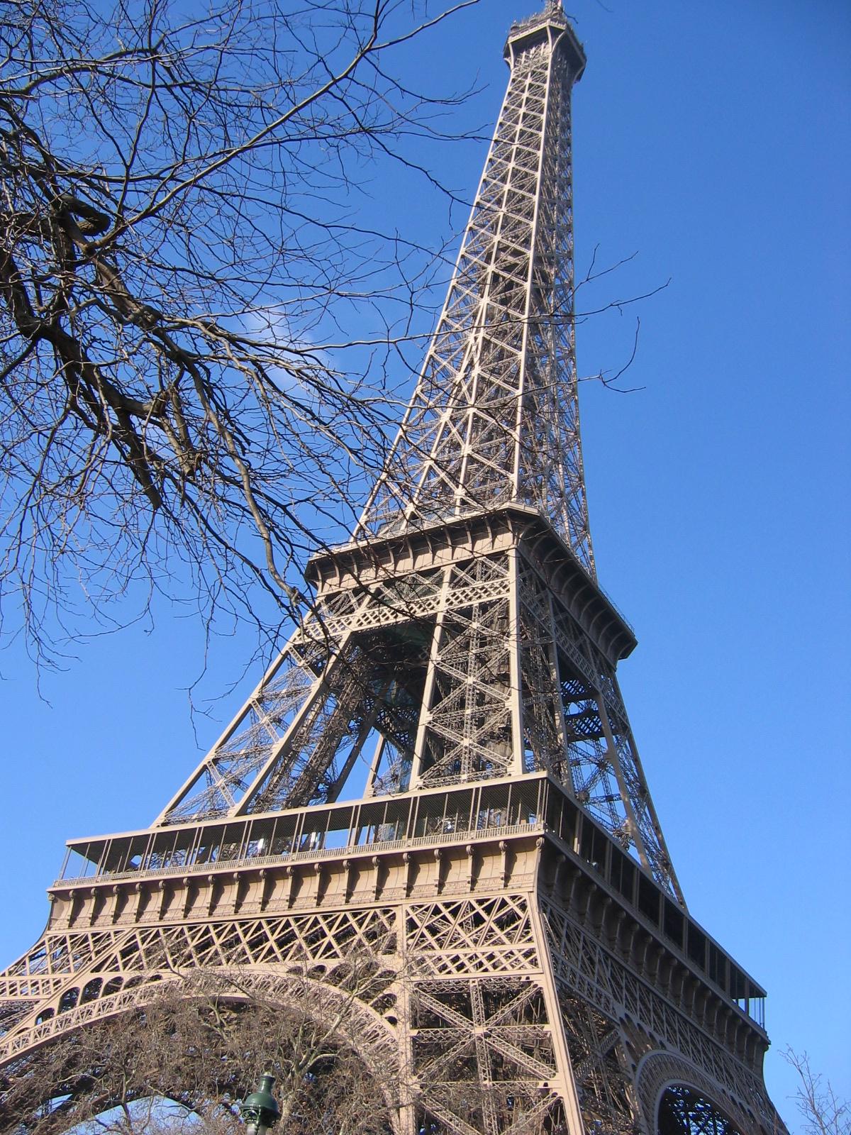 Und eins, fix, drei ist man am Eiffelturm