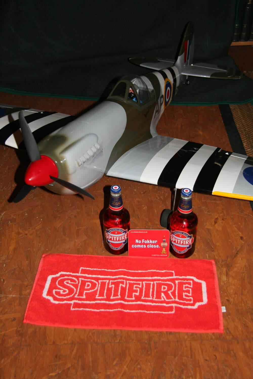 Spitfire, natürlich mit dem passenden Bier dazu