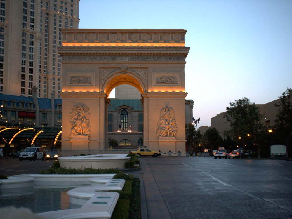 Auch der Arc de Triomphe ist hier