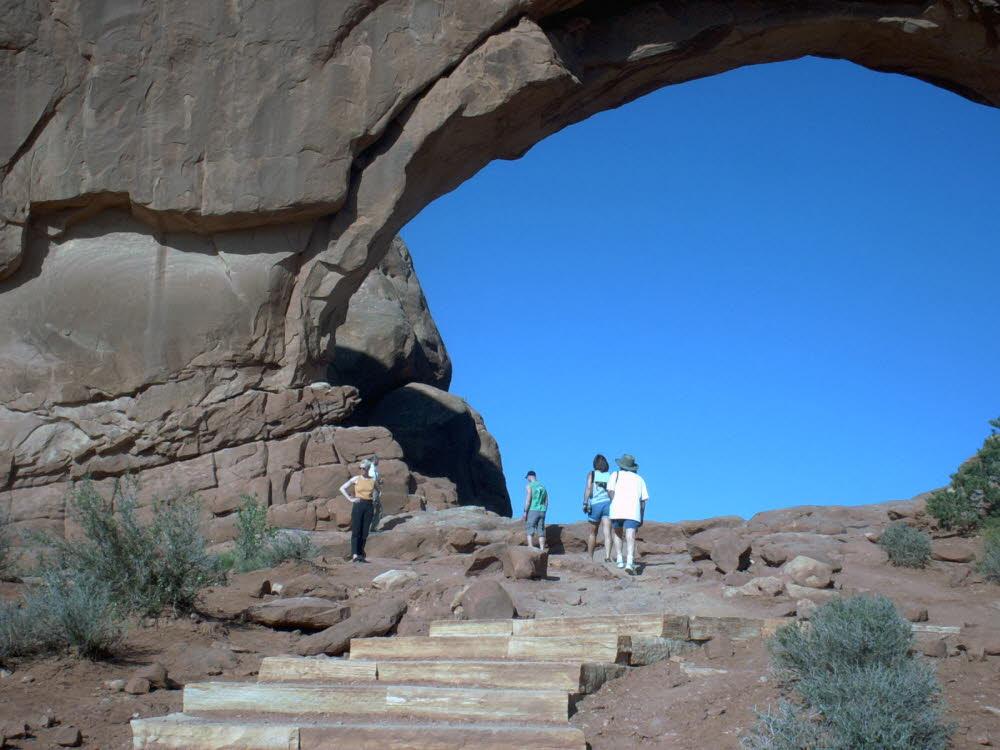 Nahezu unvorstellbar Groß, der Cove Arch