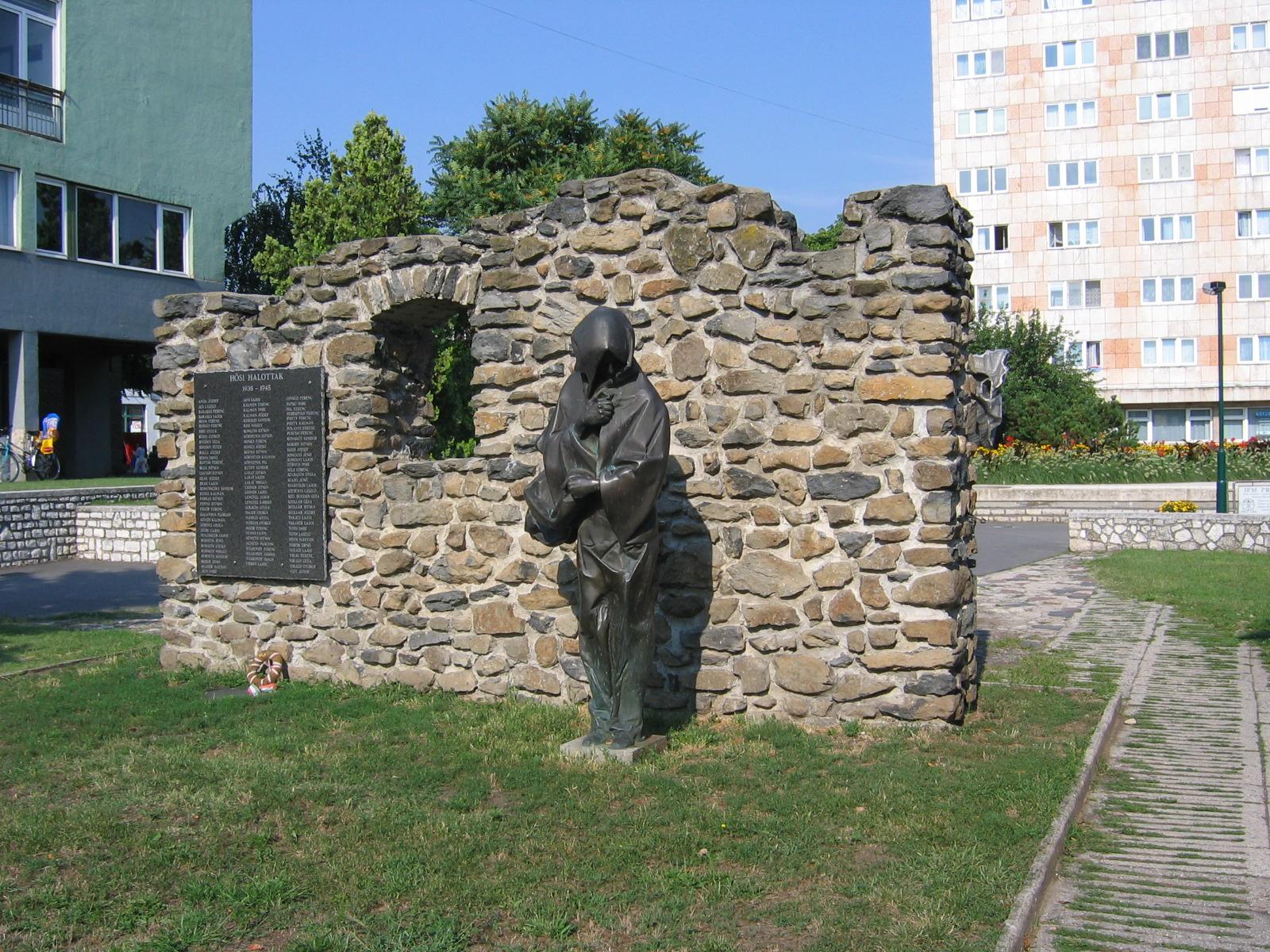 Bronzefigur von Lászlò Marton zur Erinnerung an den 2. Weltkrieg