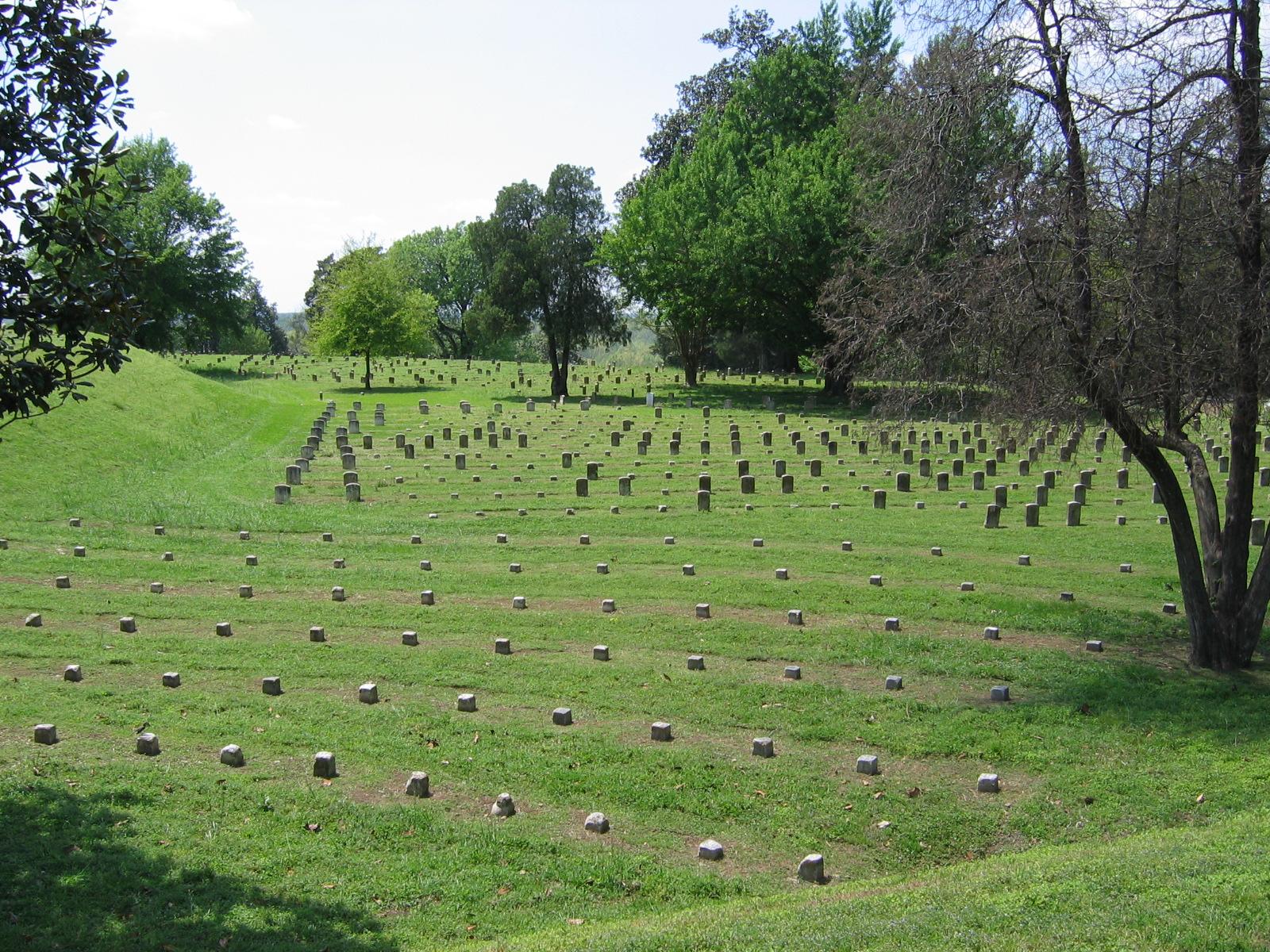Ein Schlachtfeld erzeugt viele Friedhöfe