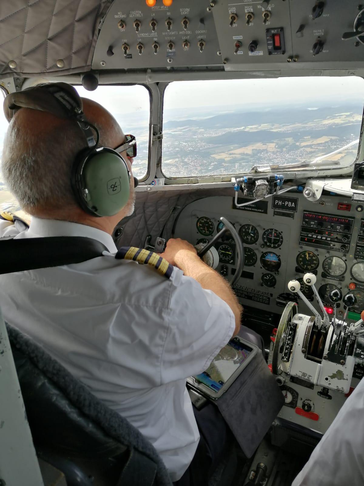 Es sah locker und lässig aus, wie sie flogen, doch sie waren jederzeit in Kontrolle des Flugzeugs
